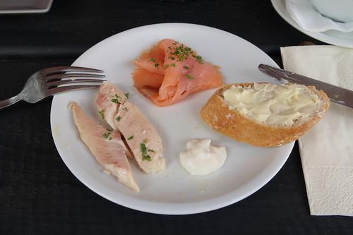 Forelle und Lachs mit Meerrettich und Baguette