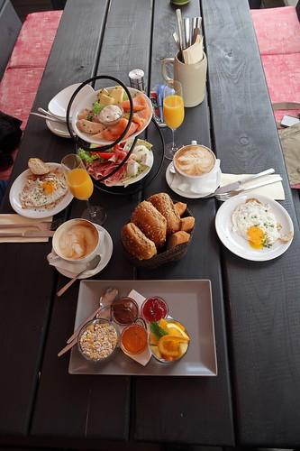 Pärchenfrühstück auf der Terasse des Zeitlos Restaurant in Idstein