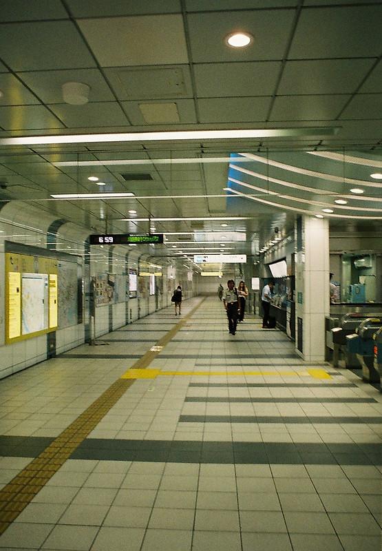 01OLYMPUS PEN FT+G Zuiko AUTO W 20mm f3 5+FUJIFILM PRO 400H志茂駅