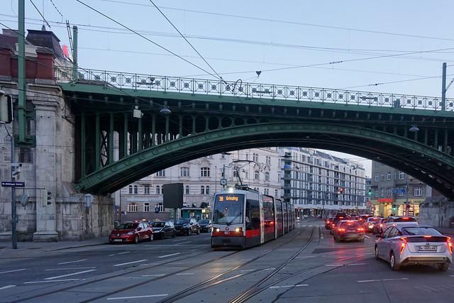 Währinger Gürtel, Straßenbahn