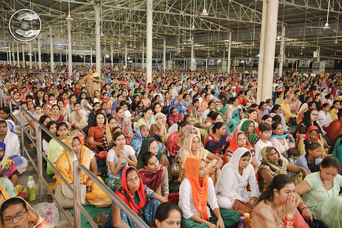 Devotees adoring holy glimpses