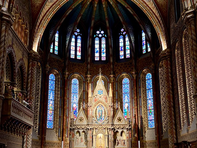 Mattias Church, altar