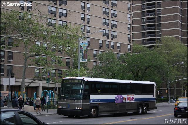 MCI (Motor Coach Industries International) D4500CL – New York City Bus / MTA (Metropolitan Transportation Authority) n°2706