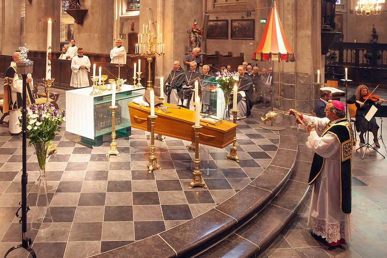 Herbegrafenis bisschop Van Hoensbroeck