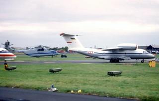 07 Red RA-06089 Farnborough International Air Show 13 September 1992