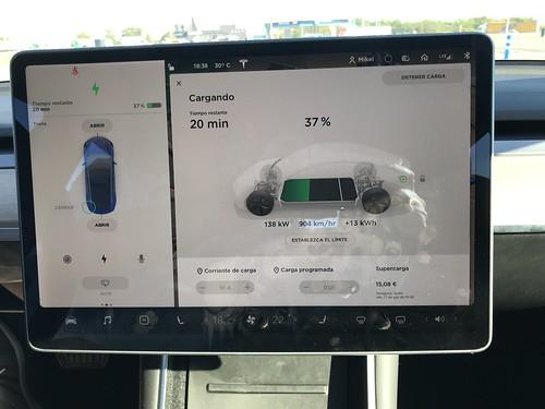 Recarga en Repsol Lopidana (Vitoria-Gasteiz), el primer UltraCargador de España: Récord a 138 kW en nuestro Tesla Model 3.