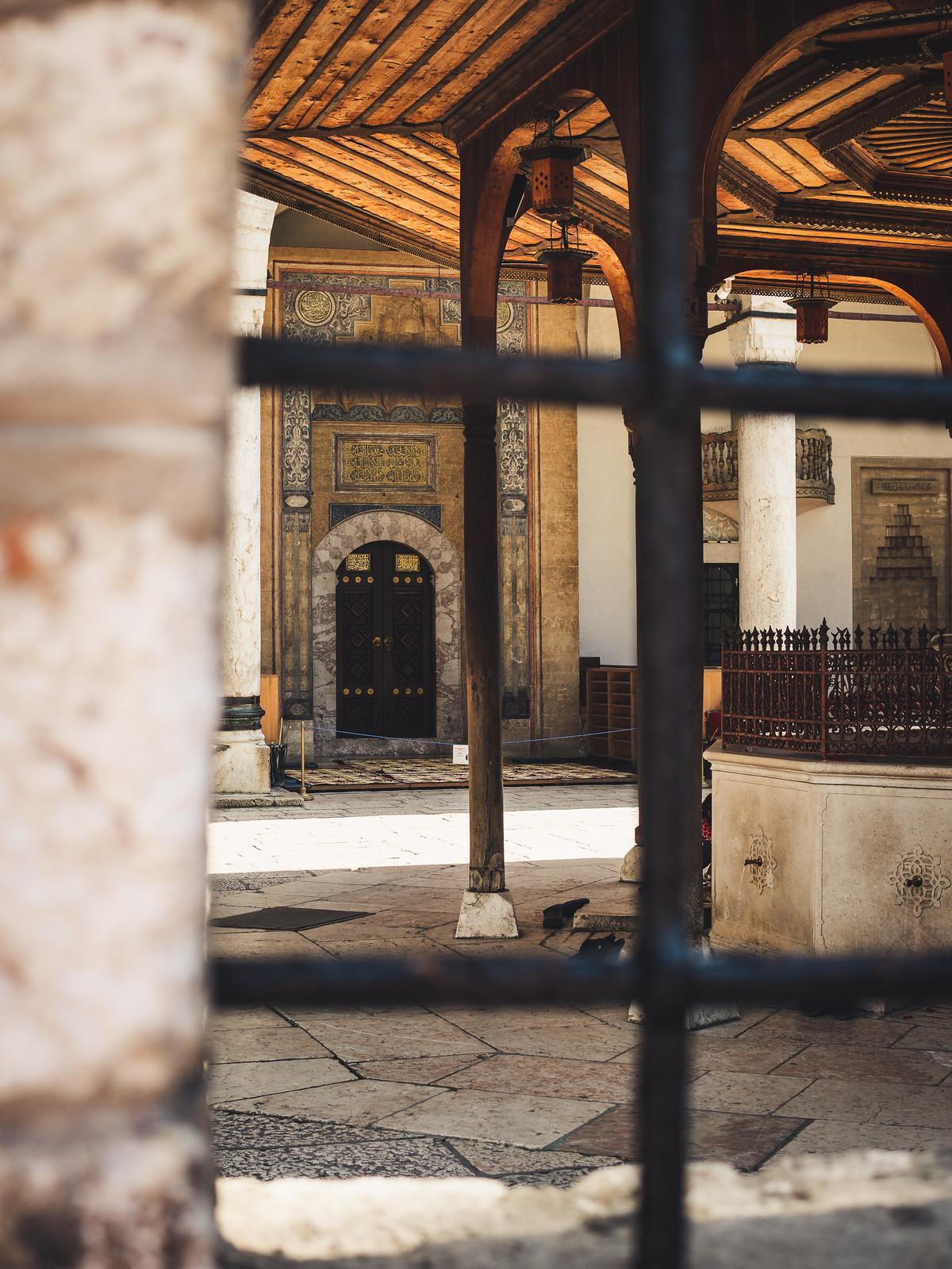 Yksi kaupungin lukuisista moskeijoista