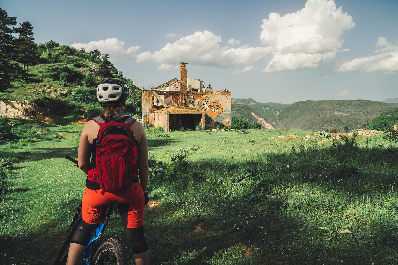 Raunioita matkalla alas vuorilta