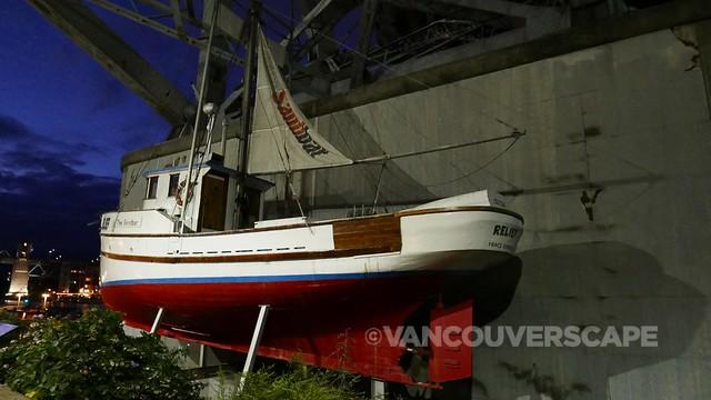 Lumix LX100 sandbar boat