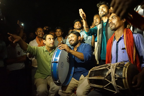 TV channel filming a singing session by the Communist Party of India candidate and its team, Lok Sabha elections 2019, Begusarai, India | J-T.M.