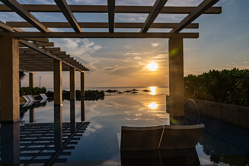 quậnngũhànhsơn クアンナム省 ベトナム sunrise poolside danang vietnam morning reflection