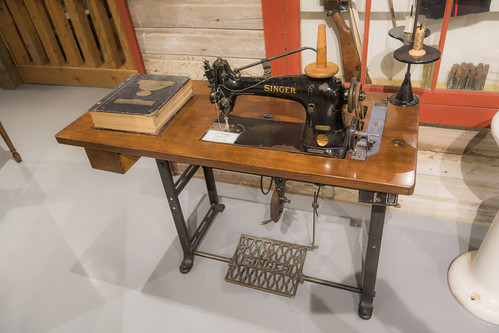 Antique Singer sewing machine table | by quinet