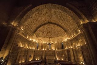 Iglesia románica iluminada con velas (España)- Romanic church lighted with candles (Spain)