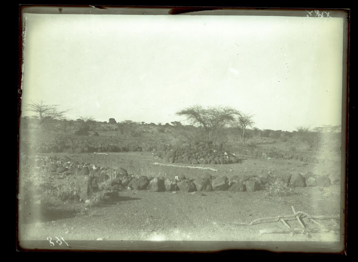 168. В сомалийской пустыне. Сомалийская могила