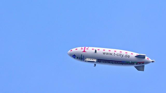 Zeppelin macht Werbung