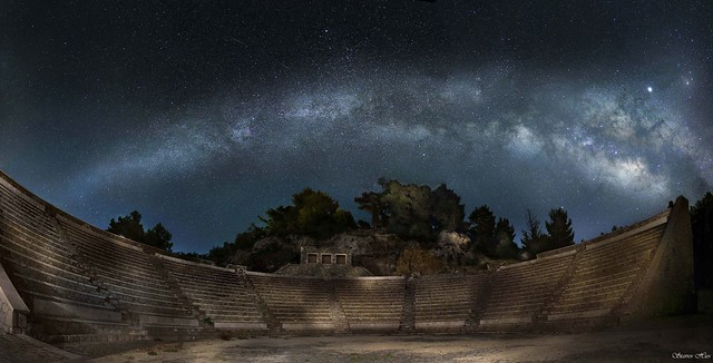 THE MILKY WAY ARROW OVER THE OUTDOR THEATER OF WESTERN MANI