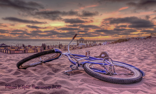 bicycle manhattanbeach sand sunset pinksunset clouds california southerncalifornia