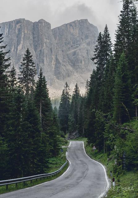 Road to Giau Pass