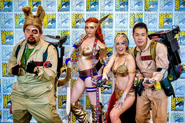 SDCC Comic-Con 2019 Cosplay (Angela the Asgardian assassin - Desert Rose / Borg Leia - Krystle Starr)​