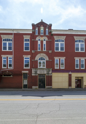 building structure historic threestory brick romanesque 1880s ioof oddfellows fraternal flemingsburg kentucky flemingcounty 11windows roundarched voussoirs stone stonework pilasters stringcourse