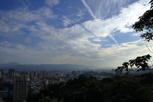 taipei taiwan 台北市 風景 scenery landscape clouds sky buildings city colorful blue black outside tamron sunrise morning light summer net web spider green mountain