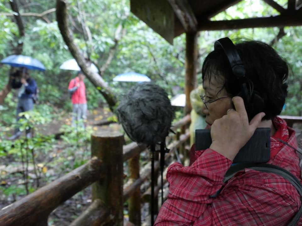 聆聽柴山活動在雨中進行,更能聽見柴山自然的聲音。圖片來源:台灣聲景協會提供。