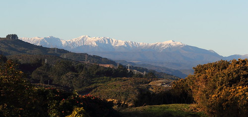 <p>The snow-covered high peaks of the Tararua Range guarding over the Hutt Valley, following a weekend of cold southerly weather.  Mount Hector (1529 m), second-highest peak in the range, is left of centre.  Hells Gate and the western flank of Marchant Ridge are at far right.</p>