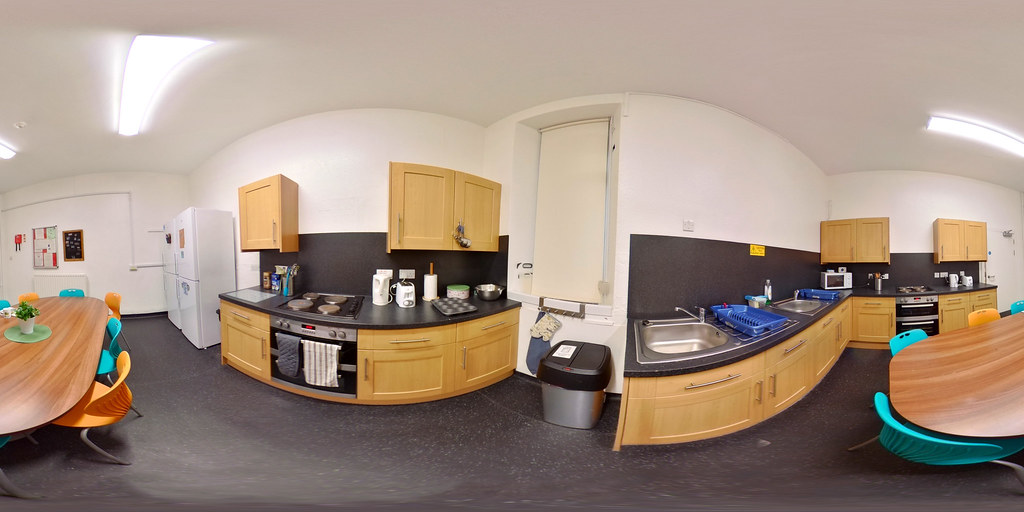 Student Apartments Large Kitchen (Hillhead Street)