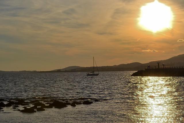 REMANSO DE LAS AGUAS EN EL ATARDECER. WATER REMOVAL AT SUNSET.