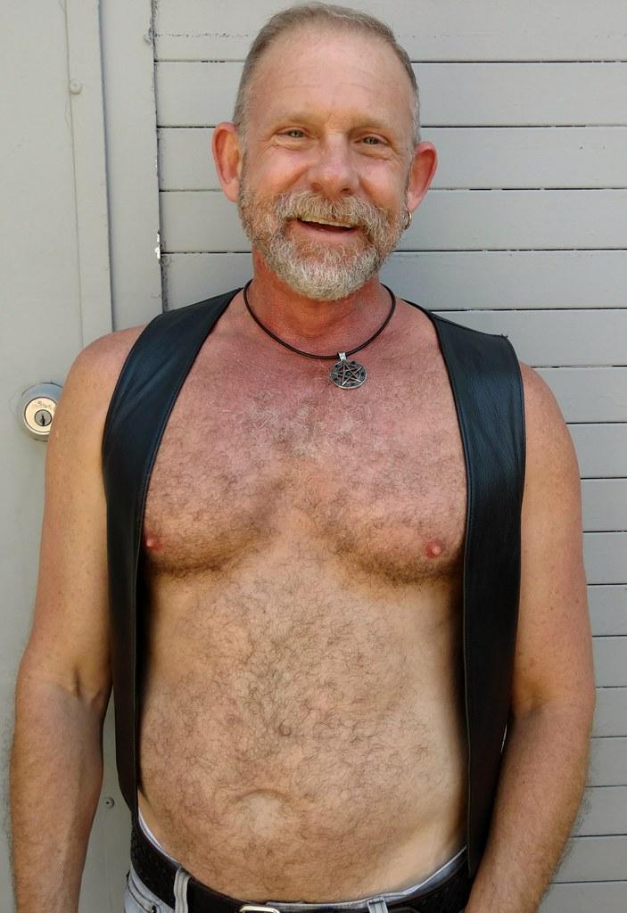 Sexy Hairy Bearman ! Doré Alley Fair 2019 ! ( safe photo )