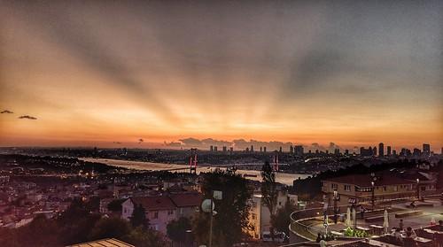 istanbul üsküdar boğaziçi kirazlıtepe boğazköprüsü bosphorus akşam günbatımı sunset htcu11 htc gökyüzü sky ışık