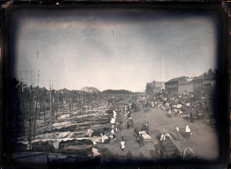 16. 1898. 6 июля. Астрахань. Река Кутум, запруженная лодками рыбаков, являющихся в Астрахань на подряды и для закупки провизии