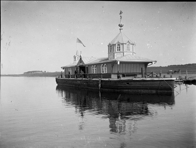 02. 1898. Плавучая церковь на Волге