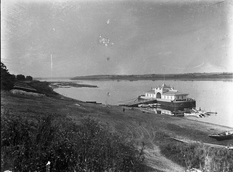 03. 1898. Пристань на Волге