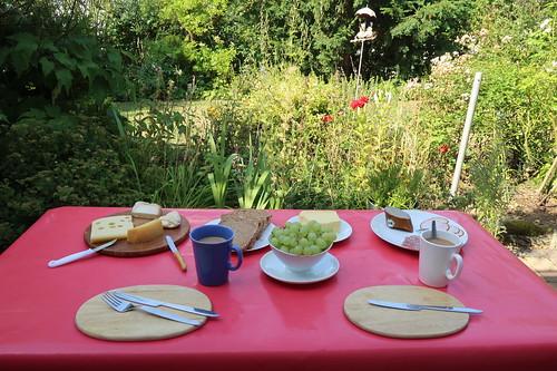Frühstück auf der Terrasse unserer Ferienwohnung in Idstein