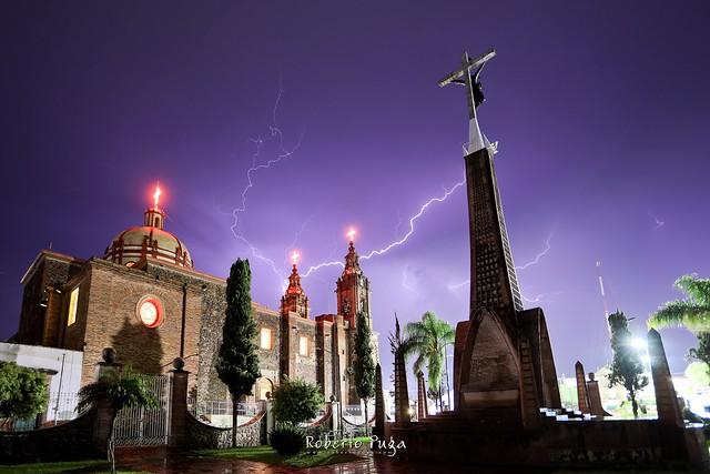 Parroquia y monumento Señor de la Misericordia! Cazando Rayos.