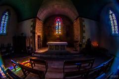 Dans le silence de la chapelle
