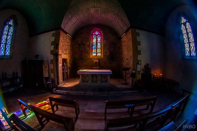Dans le silence de la chapelle (Explore)