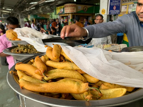 City Food - Green Chilli Pakoras, Gurgaon Railway Station