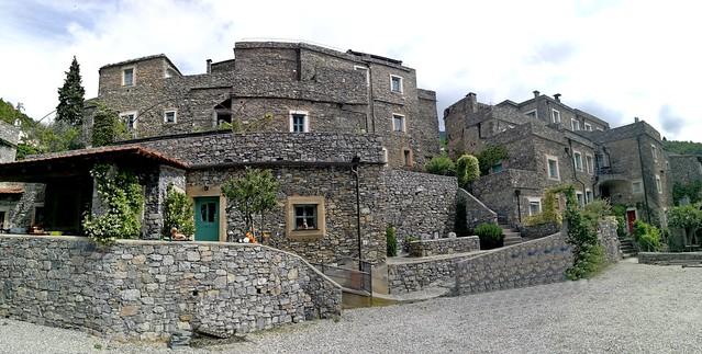Le splendide case in pietra di Castelbianco