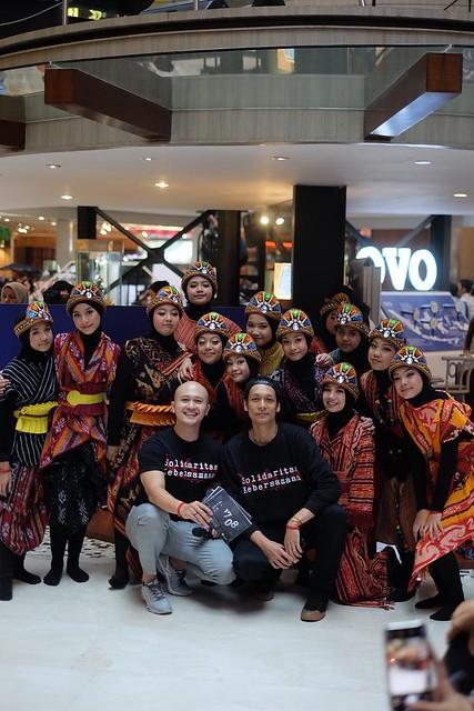 Kampanye semangat solidaritasKEBERSAMAAN 17/08 bersama Adinia Wirasti dan Blvckedition Team. Menampilkan tim tari Ratoh Jaroe solidaritasKEBERSAMAAN di Kota Kasablanka dan Pasific Place, 17-18 Agustus 2019
