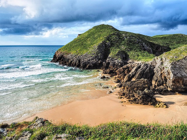 Isla y playa de la Almenada. Asturias.