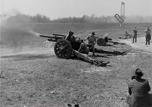 US Army test a German light field howitzer 10.5 cm leFH 18 at the Aberdeen Proving Ground Abingdon Maryland July 19434..