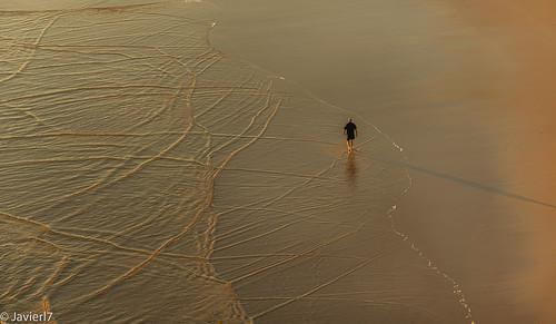 Entre el camino y los dibujos del mar...