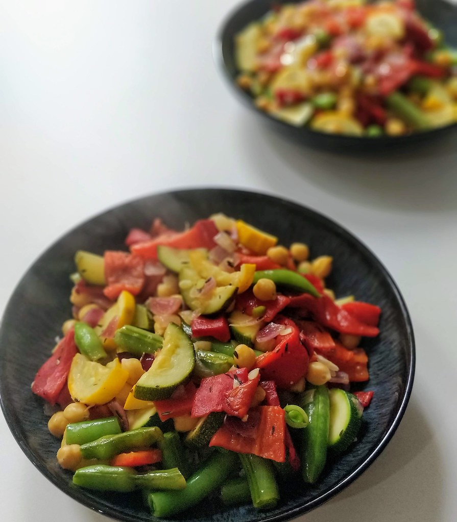Courgette, roasted red pepper & chickpea stir fry in bowls