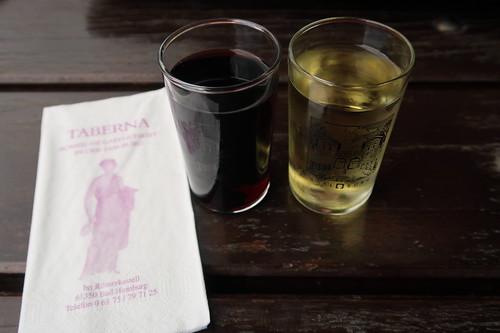 Römischer Würzwein: Mulsum (weiß) und Paradoxum (rot)