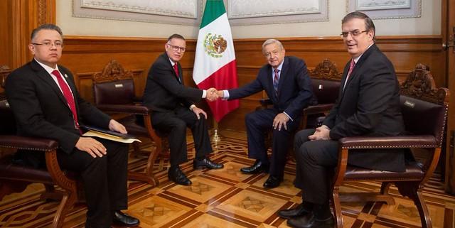 Presidente López Obrador recibe cartas credenciales de embajador Francisco Arias Cárdenas