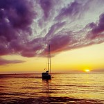 19. August 2019 - 17:22 - boats, water and clouds at sunset at the cottage
