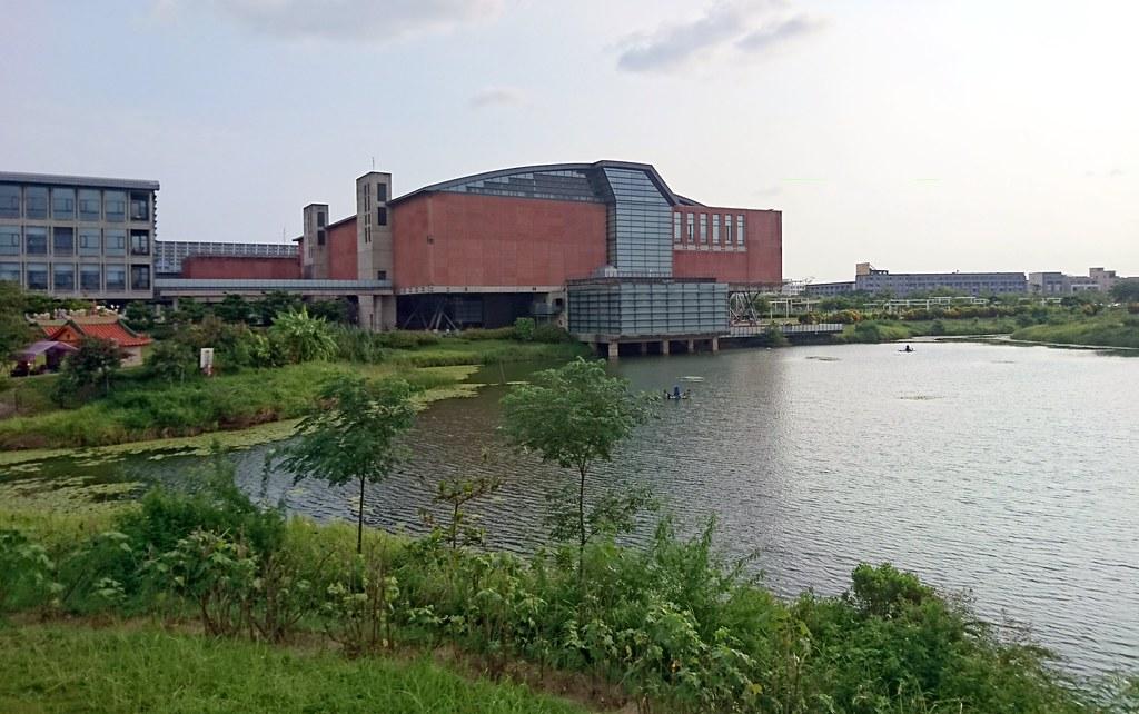 台灣歷史博物館的戶外歷史公園規劃台灣原生植物種植,保留物種與棲地。攝影:李育琴