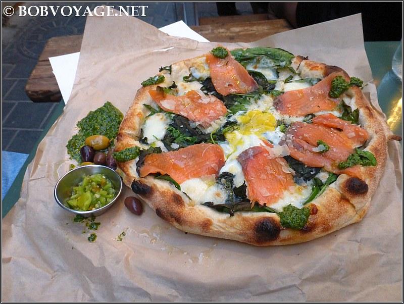 פיצה סלמון מעושן ב- לילה (Lila)